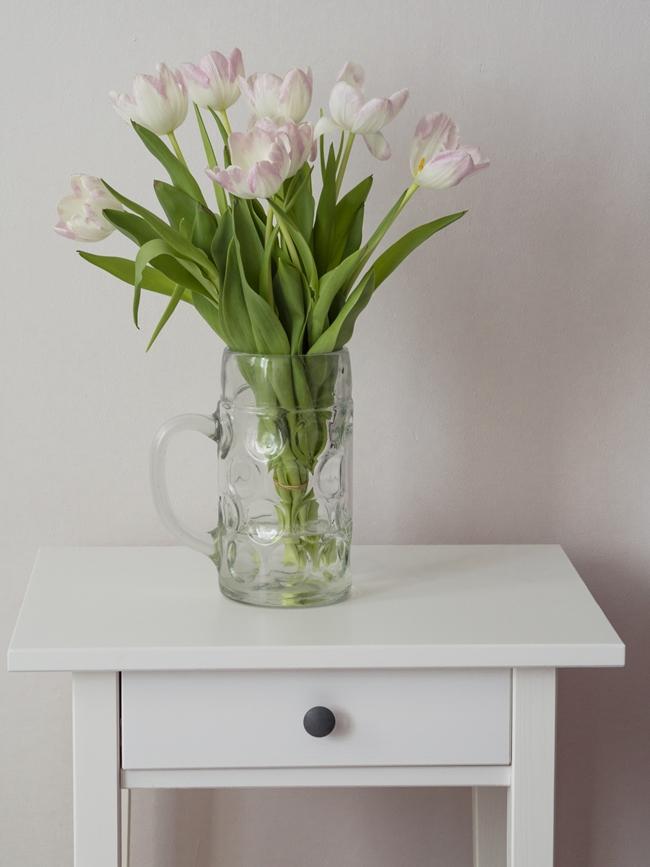 dłużej trwałe tulipany w wazonie
