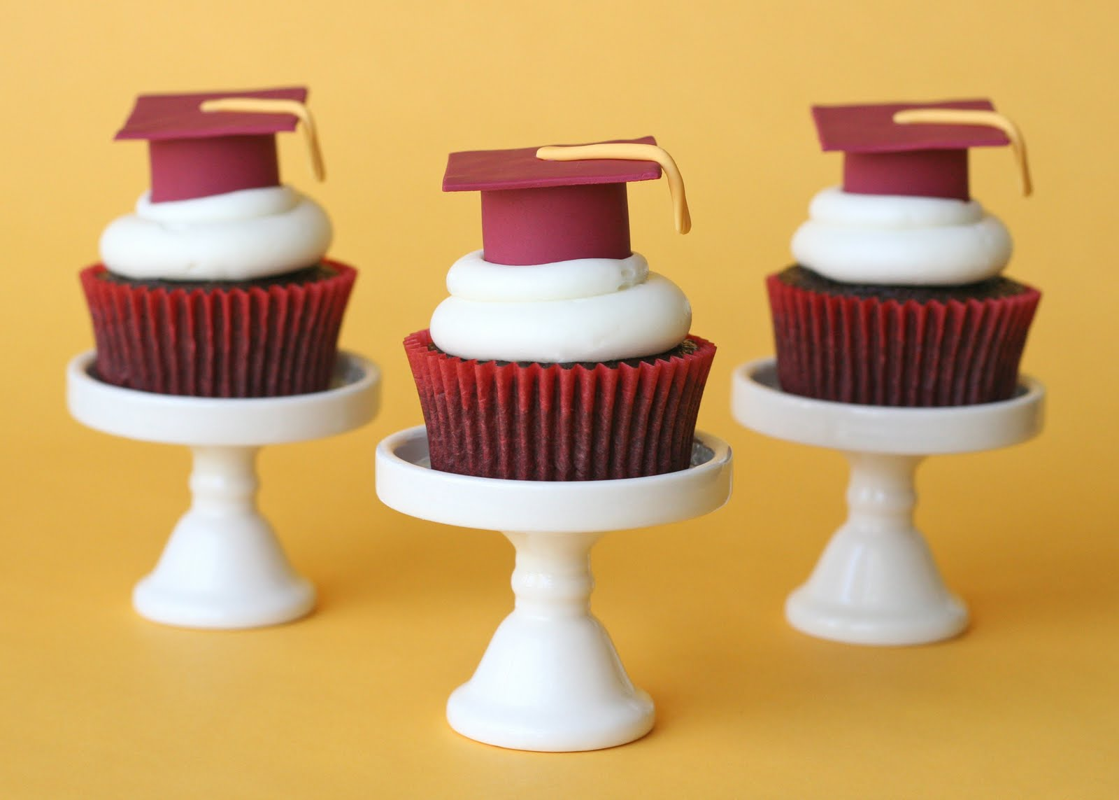 Kuche Mini Fridge Graduation Cupcakes And How To Make Fondant Graduation