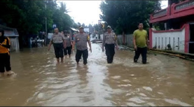 Kota Benteng Dikepung Banjir, Kapolres Kepulauan Selayar Pantau di Lokasi Banjir