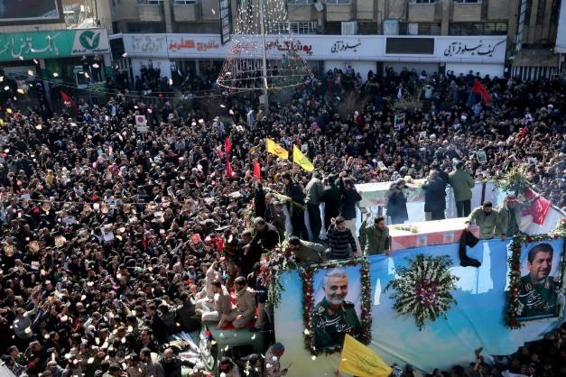 Tumulto em funeral de general iraniano deixa ao menos 40 mortos em sua cidade natal