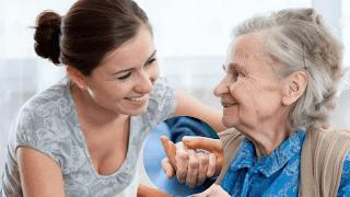 <img source='pic.gif' alt='Assistance médicale aux personnes âgées' />