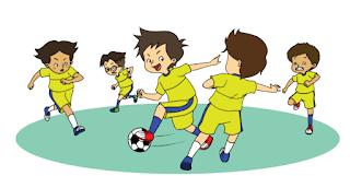 Beni bersama teman-temannya bermain bola www.simplenews.me