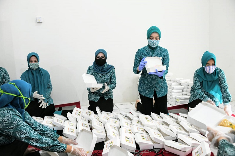 Atalia Ridwan Kamil Tinjau Dapur di Gunung Putri