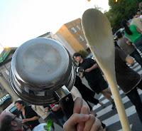 """Résultat de recherche d'images pour """"taper sur une casserole"""""""