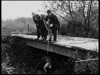 """Кадр из к/ф Чарли Чаплина """"Солнечная сторона"""" / Sunnyside (1919) - 13"""