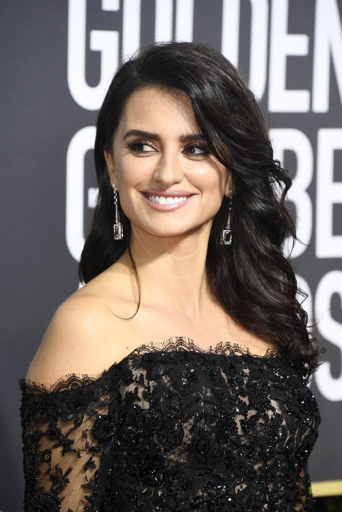 186ba012d632 El look beauty de Penelope Cruz en los Globos de Oro - Dos mujeres y ...