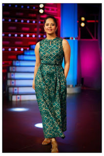 TV Anchor Anasuya Pictureshoot In Sleeveless Green Gown (4)