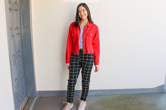 Look colorido jaqueta vermelha com calça quadriculada!