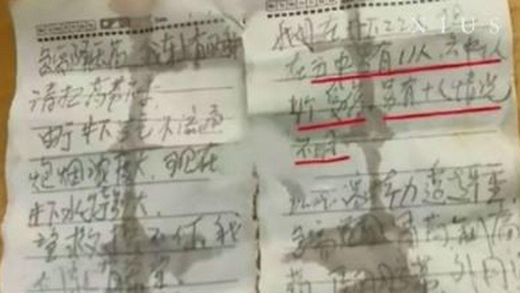 Los mineros atrapados en China desde hace una semana logran enviar una nota a los socorristas