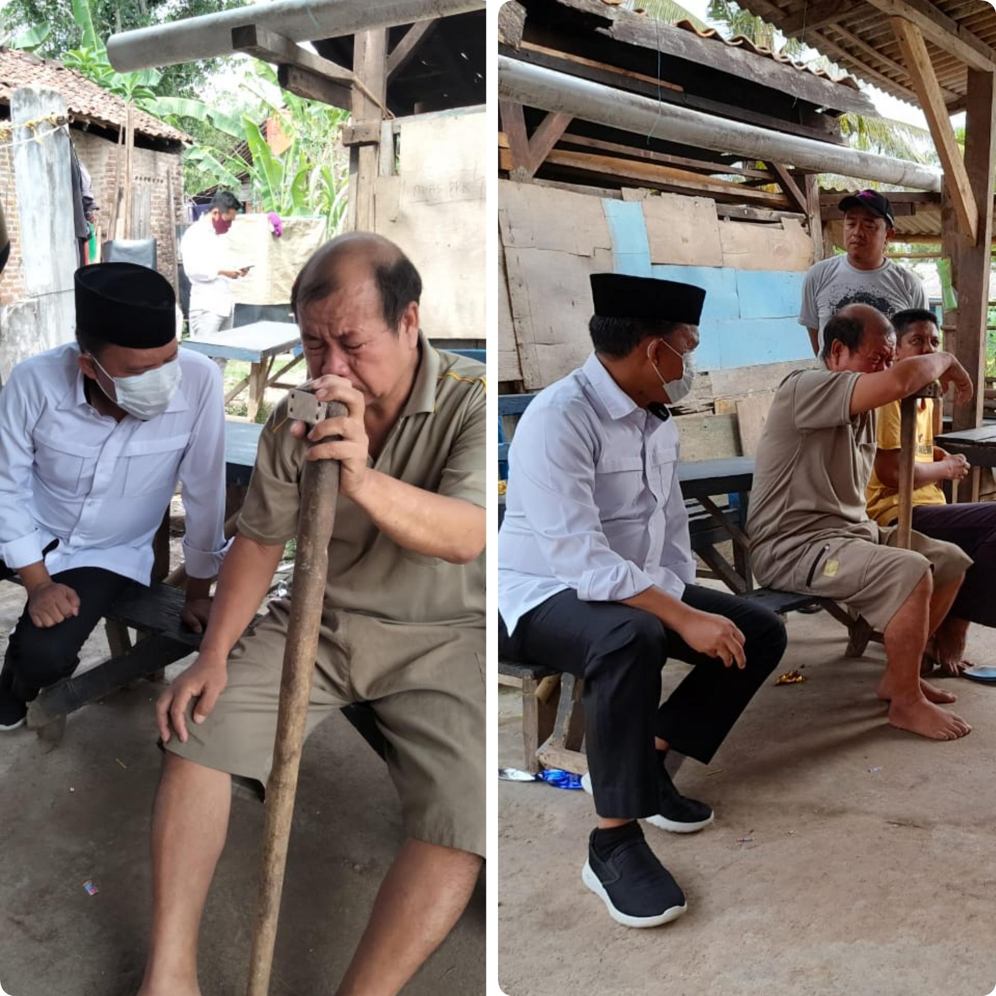 Antoni Imam Antarkan Material Bedah Rumah Milik Mulyadi