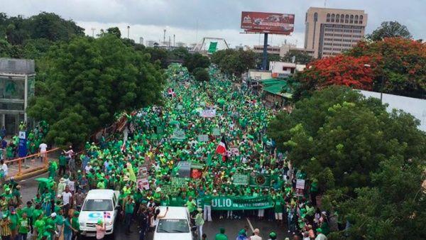 Dominicanos realizan Marcha Verde Nacional contra la corrupción
