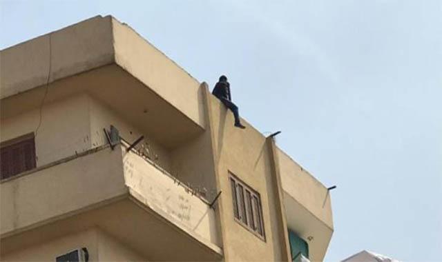 مدرس يلقي بنفسه من الطابق الثالث هربا من حملة تعقب الدروس