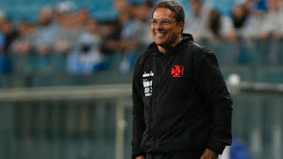 Vanderlei Luxemburgo testa time com Danilo Barcelos