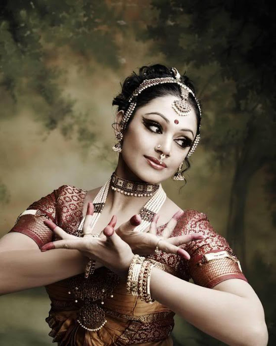 shobana dancing hot images