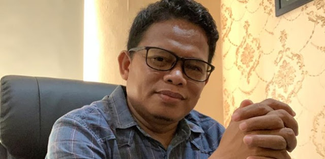intervensi Presiden Joko Widodo yang terang-terangan dalam proses kandidasi dengan memanggil Achmad Purnomo ke Istana Negara menjadi tinta hitam dalam sejarah demokrasi Indonesia