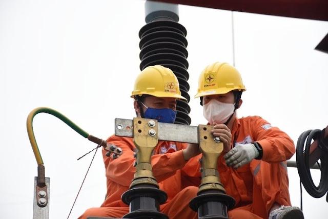 Bộ Công thương nói tin 100% người dân hài lòng tăng giá điện là bịa đặt