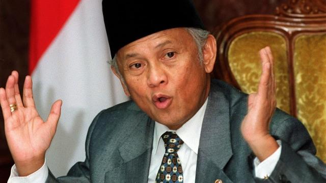 Menolak Lupa, BJ Habibie Berhasil Pulihkan Rupiah dari Rp15.000 ke Rp6.500