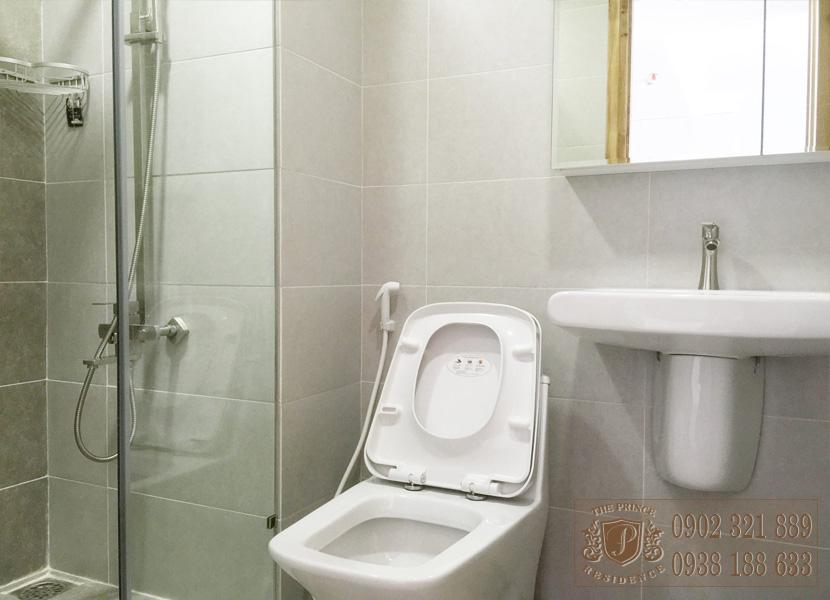 The Prince Residence cho thuê căn hộ 49m2 - phòng vệ sinh