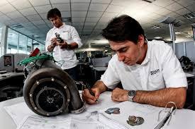 tecnici Renault Sport al lavoro