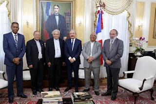 Presidente Danilo Medina sostiene encuentro de trabajo fraterno con monseñores Ozoria, Benito Ángeles y Burgos