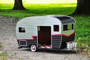 13-My-Baby-Judson-Beaumont-Straight-Line-Designs-Happy-Animals-in-Pet-Trailers-www-designstack-co