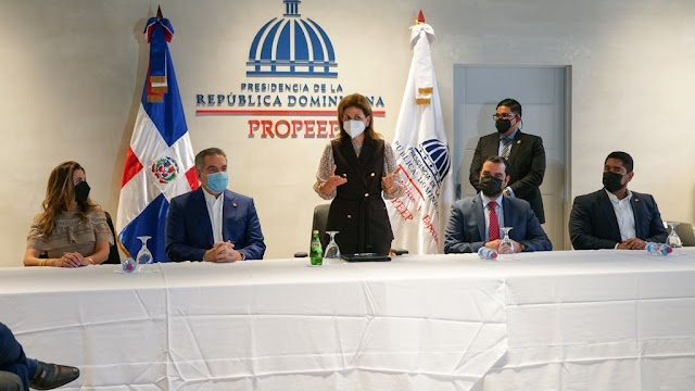 Vicepresidenta Raquel Peña en visita a Propeep llama a las provincias a cumplir meta de vacunar el 70% de su población