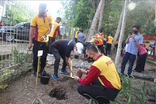 Jelang Hari Bhayangkara 75, Polres Enrekang Tanam Ratusan Pohon