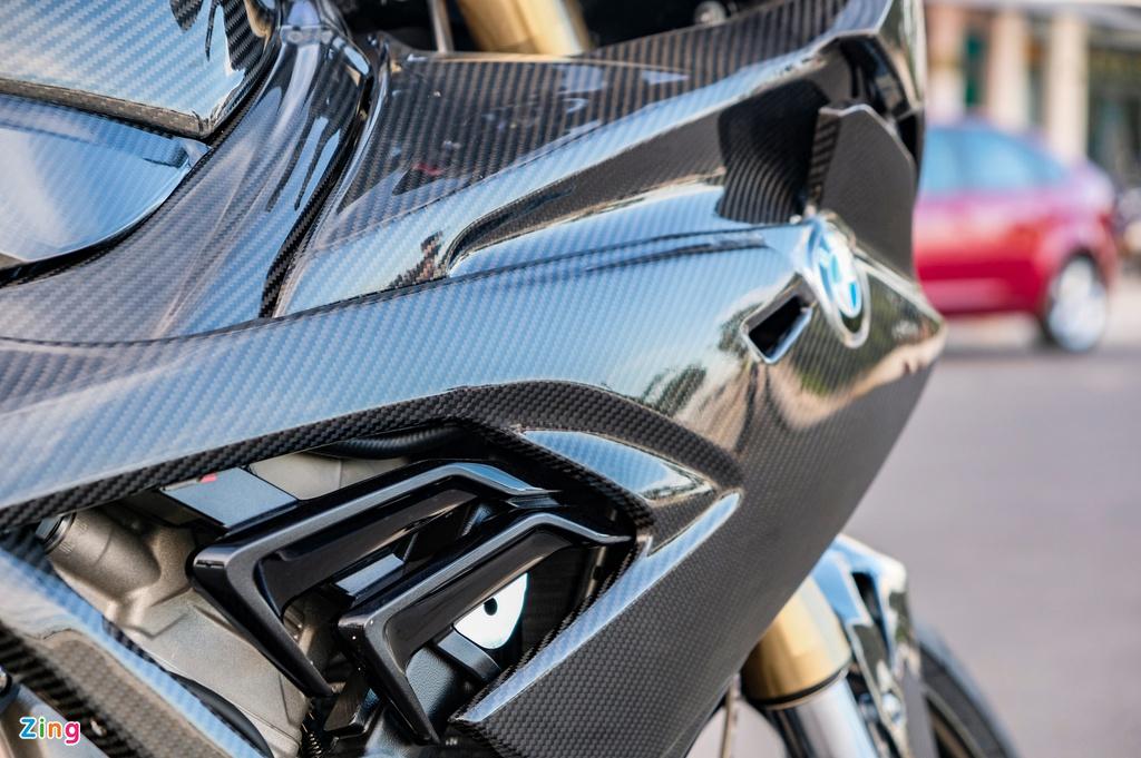 BMW S 1000 RR thế hệ mới đầu tiên Việt Nam sở hữu dàn áo carbon