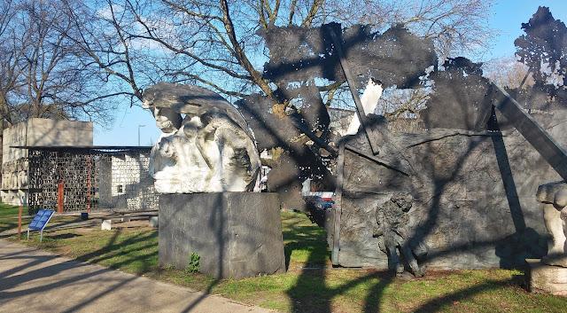 Kriegerdenkmäler Hamburg beim Planten un Blomen