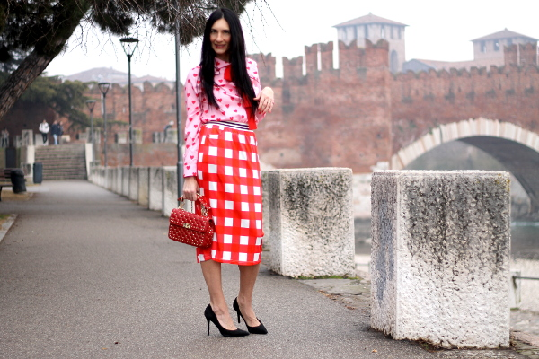outfir shein, outfit shein san valentino, themorasmoothie, outfit, look san valentino, camicia a cuori, outfit, fashioncolor, fashioncolor outfit, fashionblogger, verona, influencer verona, influencer italia, influencenr italiana, fashionbloggeritaliana, fashion blogger verona