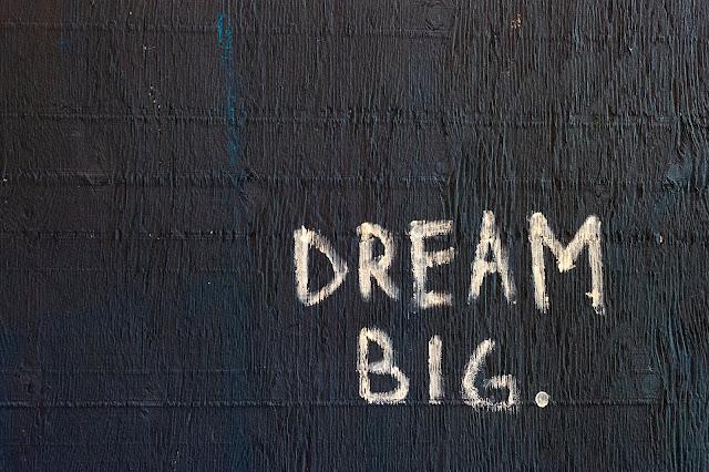 Graffiti sur mur invitant au changement d'état d'esprit...