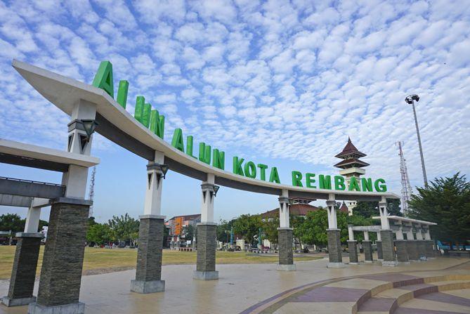 Alun-alun Kota Rembang kala pagi