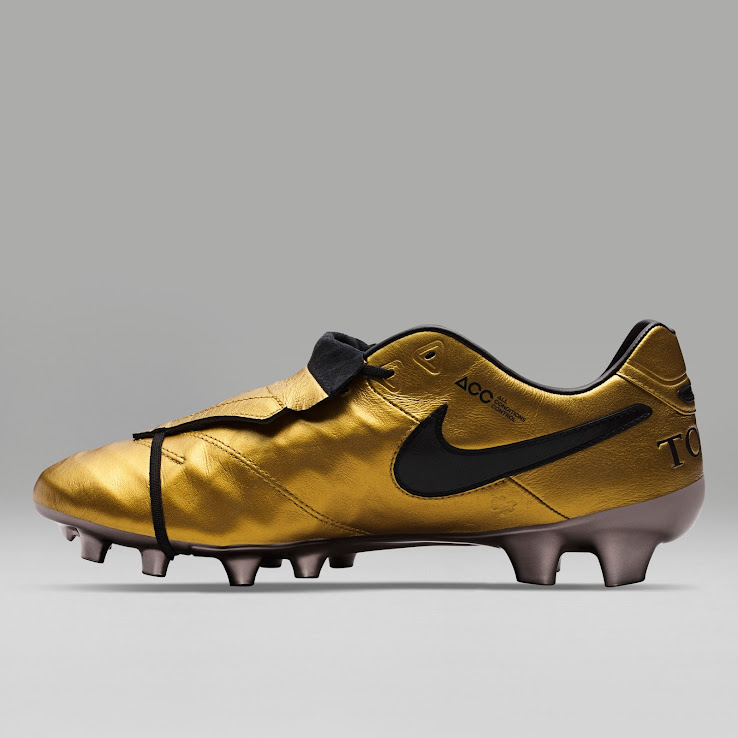 huge selection of efef6 aac2a Nike Tiempo Totti X Roma Signature Boots Released - Footy ...