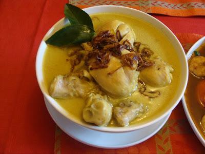 Resep atau cara membuat opor ayam, opor ayam hari raya dan bahan-bahan opor ayam.