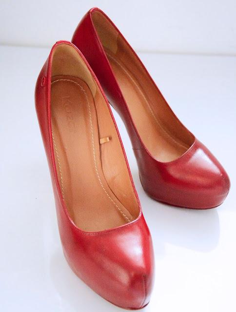 Farbowanie butów - szpilki Kazar w nowej, bordowej odsłonie