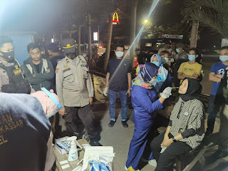 Gelar Swab antigen dan Sweping Masker , Polres Pelabuhan Makassar bersama Tim Terpadu Operasi PPKM