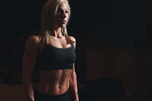 كيفية الحصول على عضلات البطن للنساء
