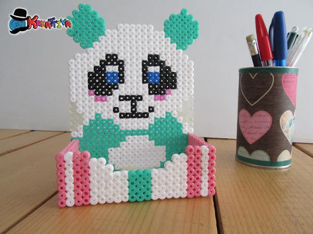 Porta cellulare con perline da stiro di panda