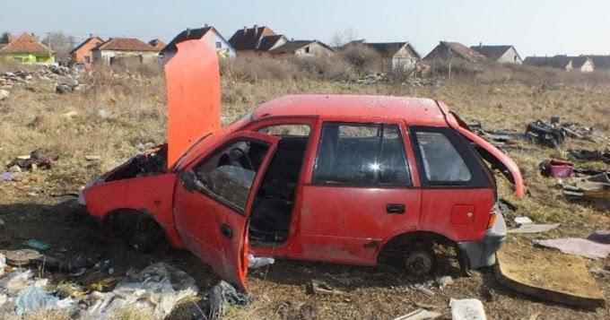 Ellopta, majd szétbontva egy lakatlan területen hagyta az autót a két hevesi férfi