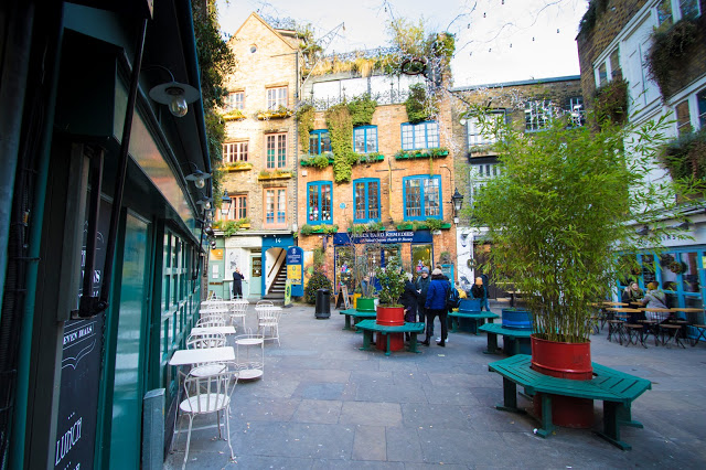 Neal's yard square-Londra