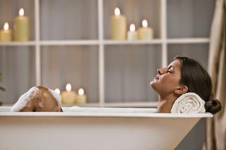 Applicazioni delle tisane per via esterna bagno a - Tisane per andare in bagno ...