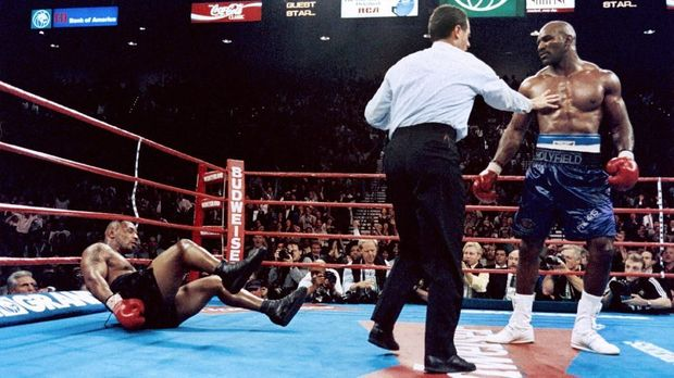 Berikut Misteri Petinju Legenda Mike Tyson Gigit Kuping Holyfield 2019