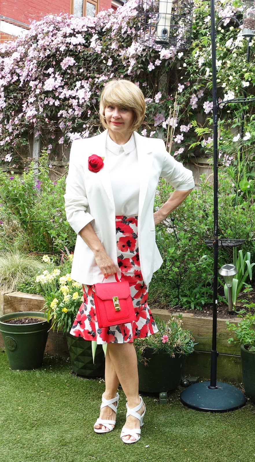 Red and white is a colour combination for confidence: floral skirt with plain jacket