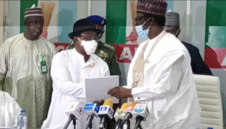 Victor Giadom Hands Over APC Leadership To Governor Buni #Arewapublisize