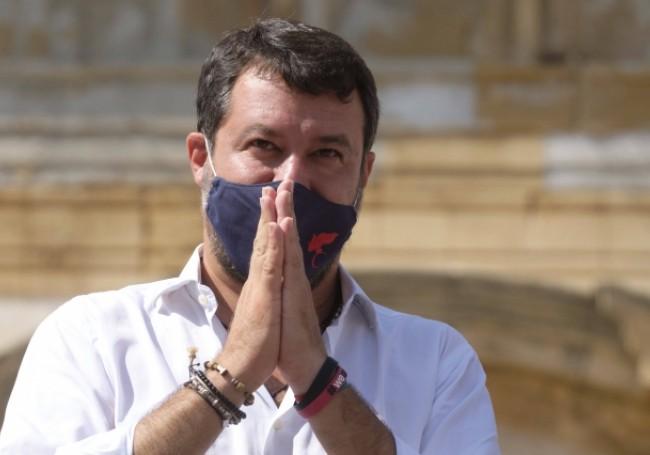 """Italie : vague de soutien à Matteo Salvini lors de sa comparution pour avoir empêché des migrants de débarquer """"Un procès monstrueux pour la démocratie"""""""