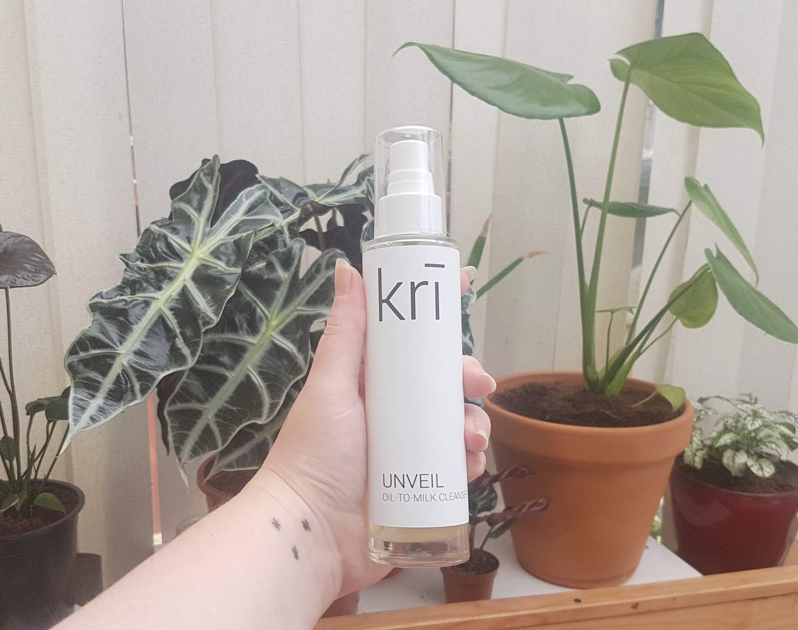 Kri Unveil Oil-To-Milk Cleanser Review