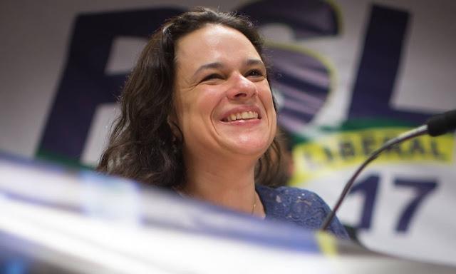 """Acompanhando manifestação, Janaína muda discurso: """"Nosso povo mostra maturidade"""""""