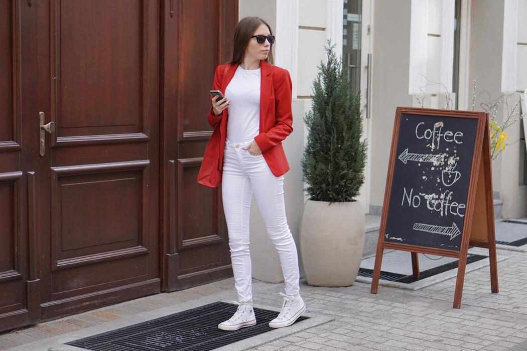 Biało - czerwony look
