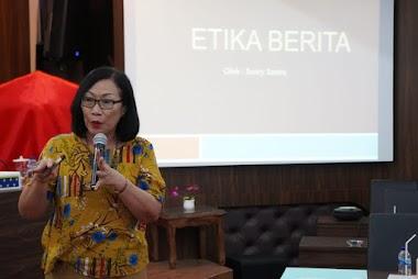 Santy Sastra Mengisi Materi Tentang Etika Berita di Workshop Kehumasan Yayasan Kesejahteraan Korpri Propinsi Bali