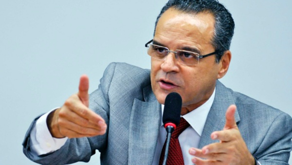 Renuncia ministro de turismo de Brasil implicado en corrupción